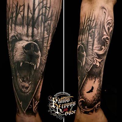 Bär Arm Tattoo Tattoo Studio Wien Pattos Keppos