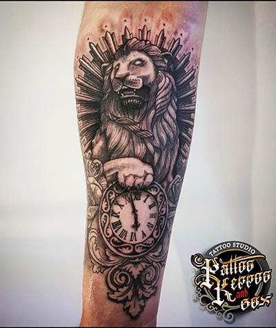 Löwenuhr Tattoo Tattoo Studio Wien Pattos Keppos