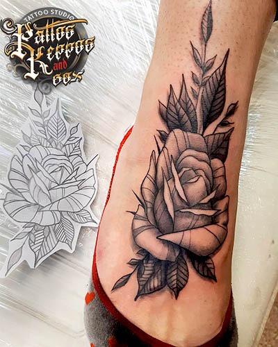 Rose Tattoo zu Fuß Tattoo Studio Wien Pattos Keppos