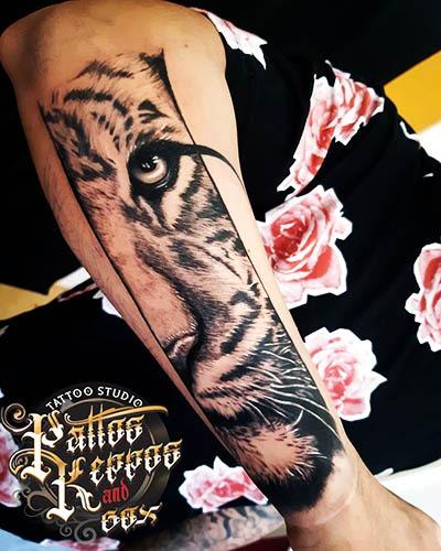 Unterarm Tattoo aus Tattoo Studio in vienna Pattos Keppos & Gox