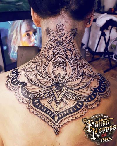 schönes Nackentattoo Tattoo Studio Wien Pattos Keppos