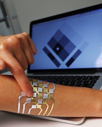 Selbstdesignte Tattoos als modische Technologie