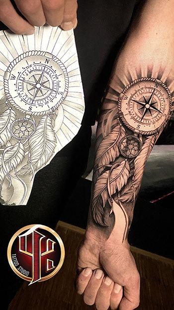 Kompass und Federn Tattoo Tattoo Studio Vienna - Wien - Pattos K