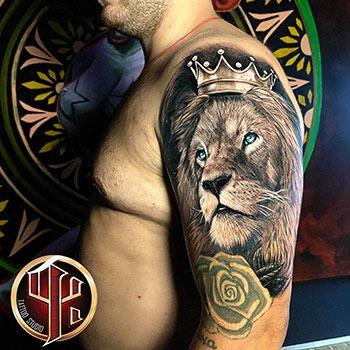 Löwe mit einem Kronentattoo made in tattoo studio pattos keppos