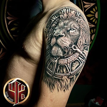 Adler Brust Tätowierung Pattos keppos tattoo studio Vien pinter